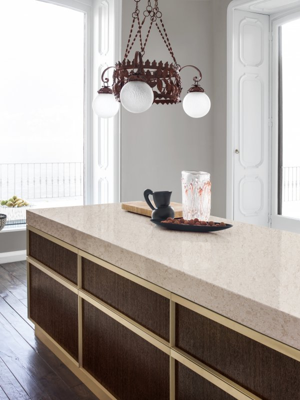 Countertop Island In Zodiaq® Venetia Cream